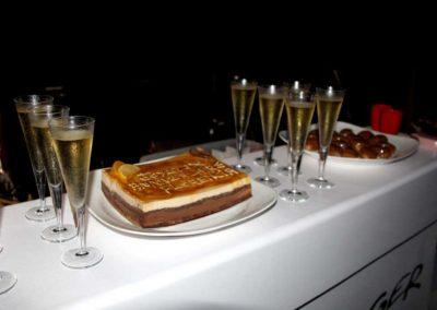 gateau et champagne cocktail dinatoire en catamran sur le lagon de Mayotte