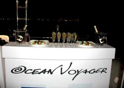 mignardises et champagne cocktail dinatoire en catamran sur le lagon de Mayotte