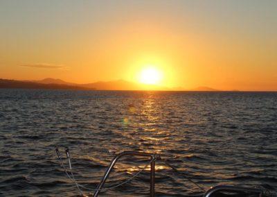 coucher de soleil cocktail dinatoire en catamran sur le lagon de Mayotte