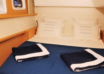 Romantic cruise à Mayotte sur le catamaran Alamandas boat cabine